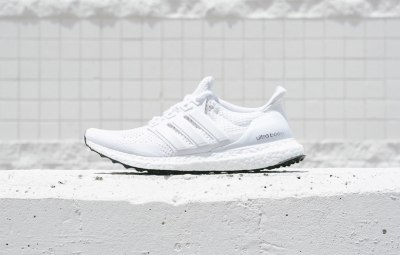 adiads-ultra-boost-white-black-soles