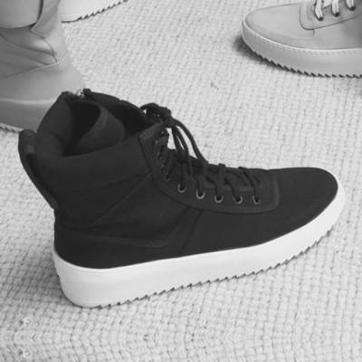 Military-Sneakers-Fear-of-God-Sneakers_L2cyQ1U3QVFxdEdMWGRGWXA3UjlETlFkMm92TT0vMHgwOjUzNXg1MzUvNjQweDAvZmlsdGVyczp3YXRlcm1hcmsoMjBjZTk4NzktNjE5Ny00Mjg2LWJiZjgtMTcxODUzYmQzZGVlLDM5MCw3ODIsMTApLzMwY2U3NTg4LWY5MmUtNDIzNy04O
