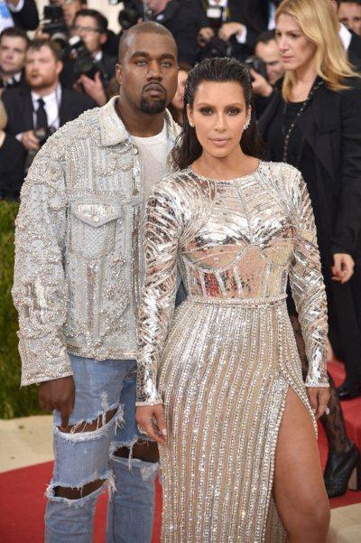 Kim-Kardashian-Kanye-West-Met-Gala-2016-Red-Carpet-Fashion-Balmain-Tom-Lorenzo-Site-11